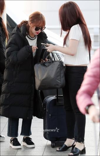 [★포토]최유정, '공항에서 확실한 팬서비스'