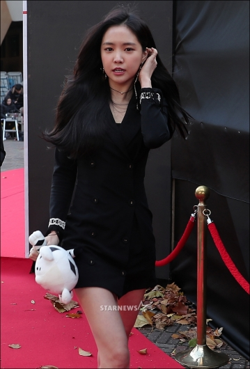 [★포토]손나은, '추위에 떨어도 예쁜 미모'