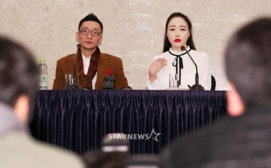 [★포토]긴급 기자회견서 발언하는 왕진진-낸시랭