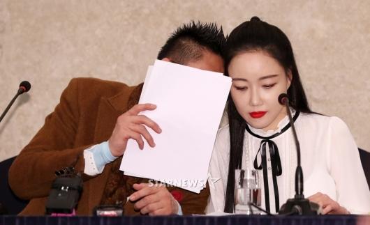[★포토]의견 공유하는 왕진진-낸시랭