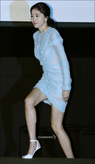 [★포토]오윤아, '초미니 전신 시스루 원피스'
