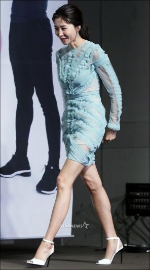 [★포토]오윤아, '국보급 각선미 뽐내며'