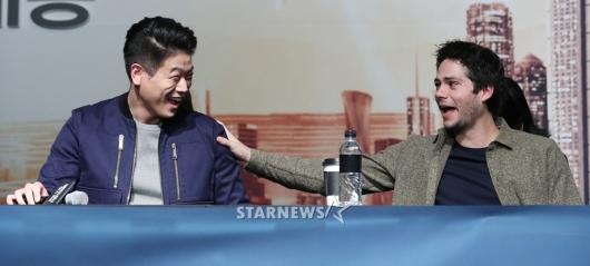 [★포토]이기홍-딜런 오브라이언, 장난기 넘치는 배우들