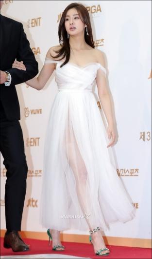 [★포토]강소라, '드레스 속으로 비치는 명품 각선미'