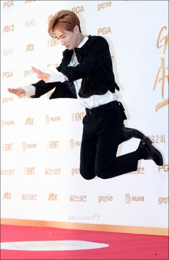 [★포토]이특, '점프해서 절'