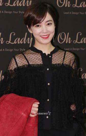 [★포토]김소연, '참 잘 어울리는 레드'