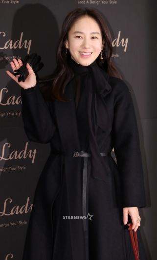 [★포토]박주미, '장갑 살짝 들고'