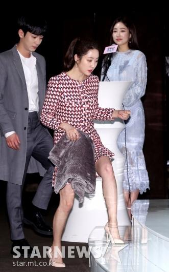 [★포토]전혜빈, 담요 들고 조심조심