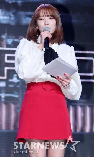 [★포토]지숙, '손톱과 치마는 빨강'