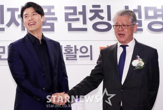 [★포토]현빈, '해병대 선배 회장님 만나서 악수'