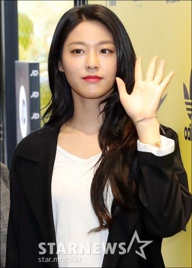 [★포토]설현, '손바닥만한 얼굴'