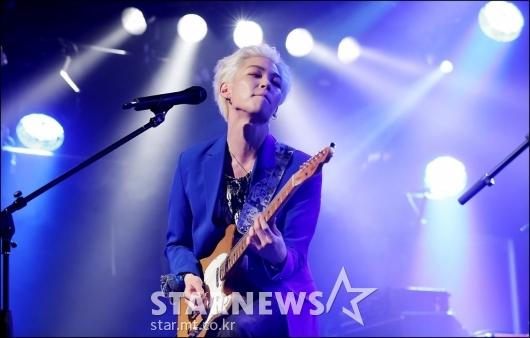 [★포토]우성, '멋진 기타연주'