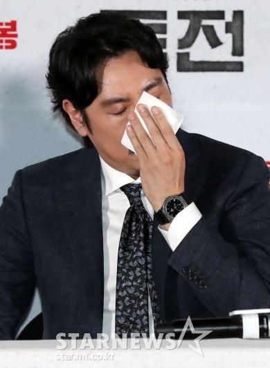 [★포토]조진웅, '땀나는 간담회'