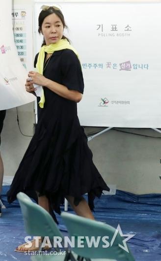 [★포토]이혜영, '투표하러 왔어요'