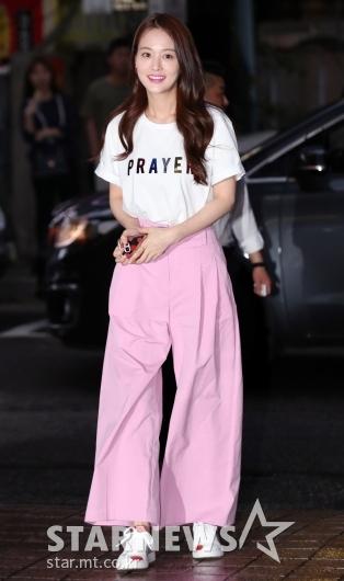 [★포토]손여은, '너무 큰 핑크 통바지'