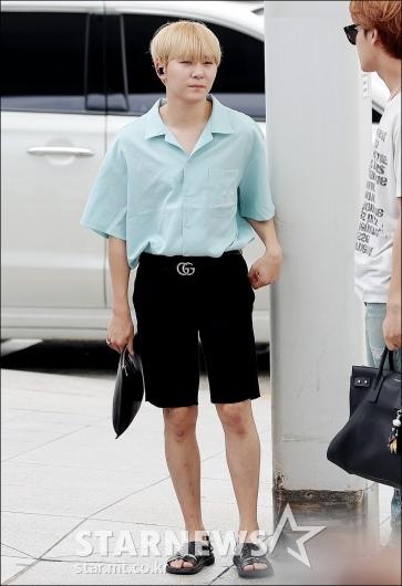 [★포토]승관, '오늘 패션 어때요?'