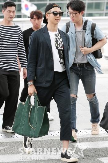 [★포토]RM, '여유 넘치는 출국길'