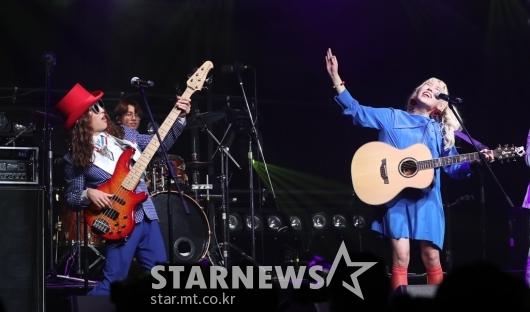 [★포토]신현희와김루트, '파라다이스'