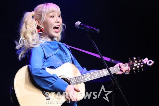 [★포토]신현희, '기타와 함께'