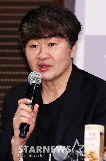 [★포토]영화제 소개하는 허진호 집행위원장