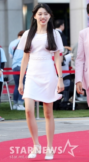 [★포토]엄채윤, '설레는 레드카펫'