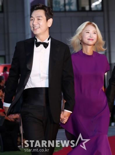[★포토]김태우-김보경, '손 꼭 잡고 레드카펫 나들이'