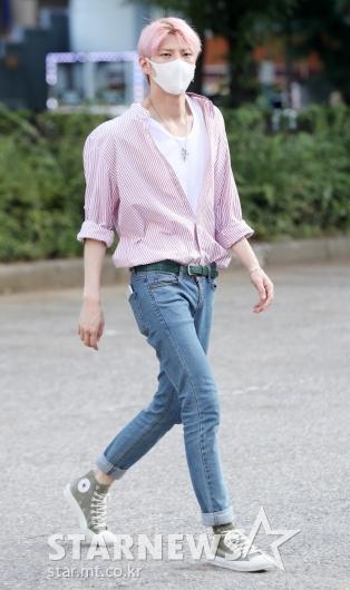 [★포토]레오, '긴 다리로 모델 워킹'