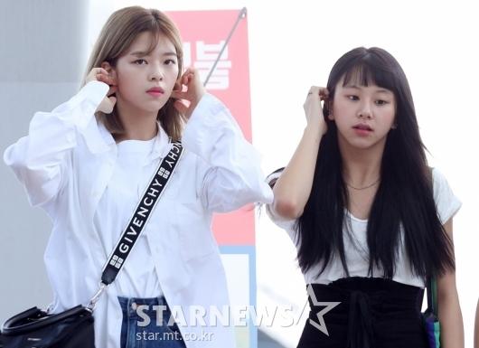 [★포토]정연-채영, '머리 넘기고 갈게요'