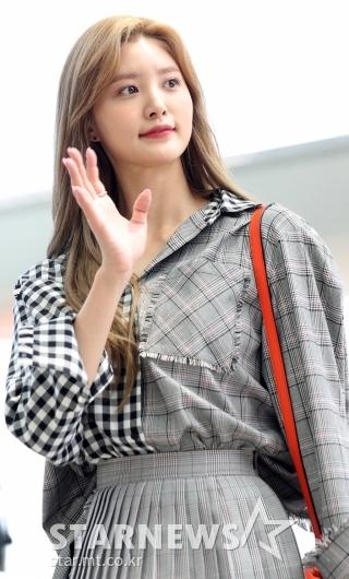 [★포토]정화, '팬들 향한 예쁜 손인사'