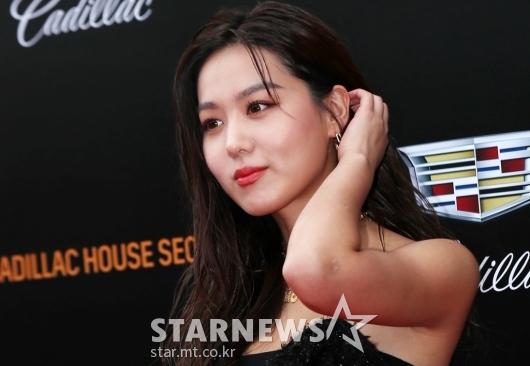 [★포토]김희정, '머리를 넘기면 더 예뻐요'
