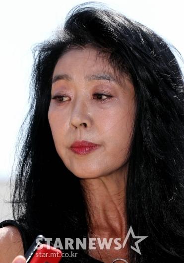 [★포토]김부선, 눈물 흘리며 경찰 출석