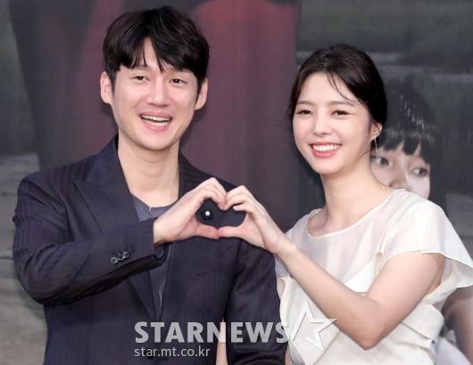 [★포토]송창의-엄현경, '어색하게 하트 포즈'