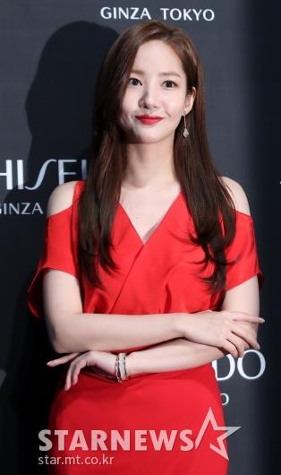 [★포토]박민영, '레드는 사랑입니다'