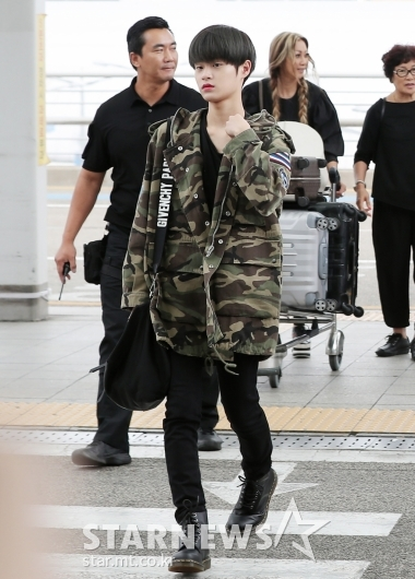 [★포토]이대휘, '야상으로 멋낸 공항패션'