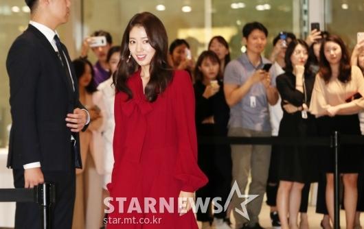 [★포토]박신혜, '모든 시선 한번에 받으며 등장'