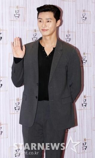[★포토]박서준, '언제나 젠틀한 손인사'