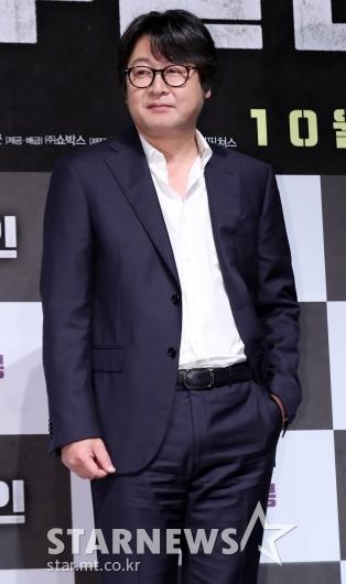 [★포토]김윤석, '주머니에 손 넣고 형사 느낌'