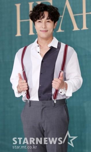 [★포토]김동완, '이번 앨범 엄지 척'