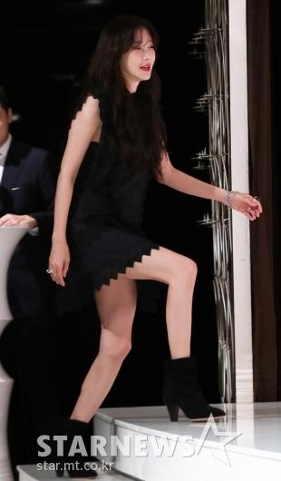 [★포토]이지아, '어둠 뚫고 나오며 등장'