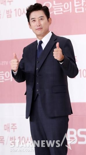 [★포토]김원해, '오늘의 탐정' 엄지 척