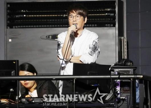 [★포토]신승훈, '로시 응원해요!'