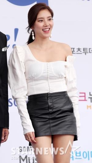 [★포토]손담비, '독특하게 트인 어깨라인'