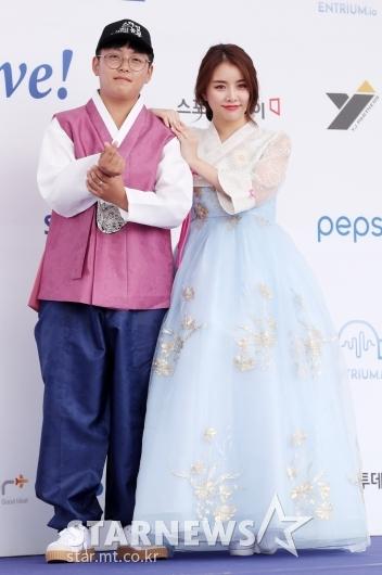 [★포토]설하윤, '중딩 농부 한태웅과 함께'