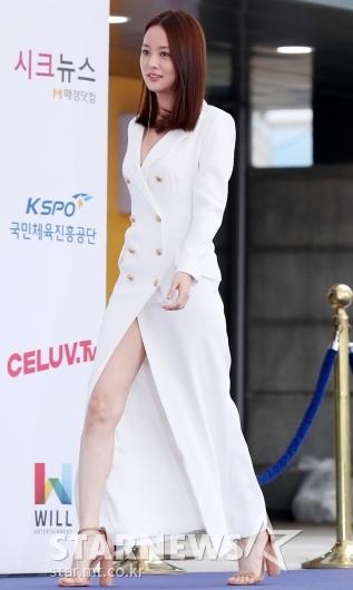 [★포토]손여은, '아슬아슬한 앞트임'