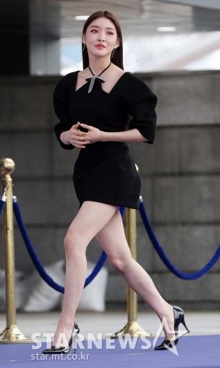 [★포토]청하, '초미니 입고 파워 워킹'