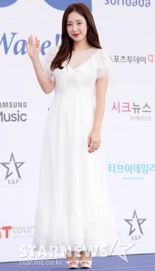 [★포토]최희, '청순해진 야구여신'