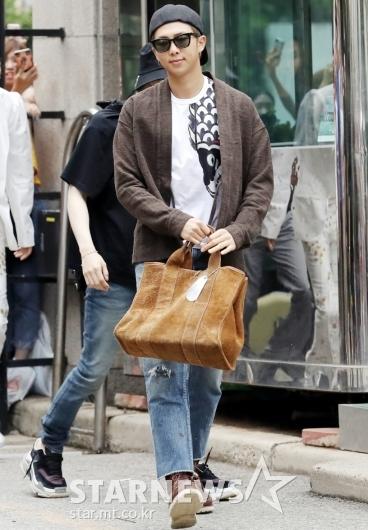 [★포토]RM, '센스 넘치는 패션'