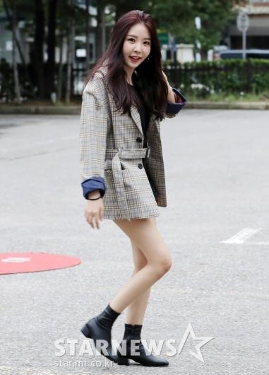 [★포토]레이나, '자켓보다 짧은 핫팬츠'