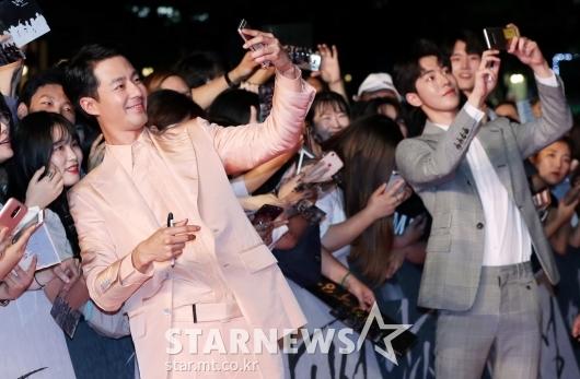 [★포토]조인성-남주혁, '팬들에게 잘생김 선물'