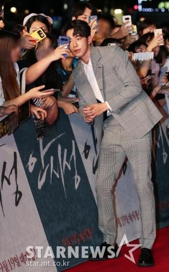 [★포토]남주혁, '팬들 위한 매너다리'